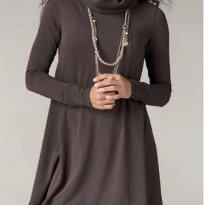 CAbi Brown Swing Tunic w Thumbholes
